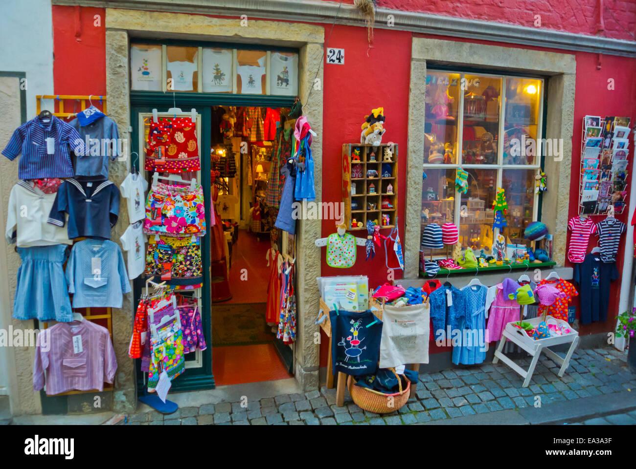 Tienda de venta de ropa y recuerdos infantiles, Schnoorviertel, distrito de Schnoor, el Altstadt, el casco antiguo, Imagen De Stock