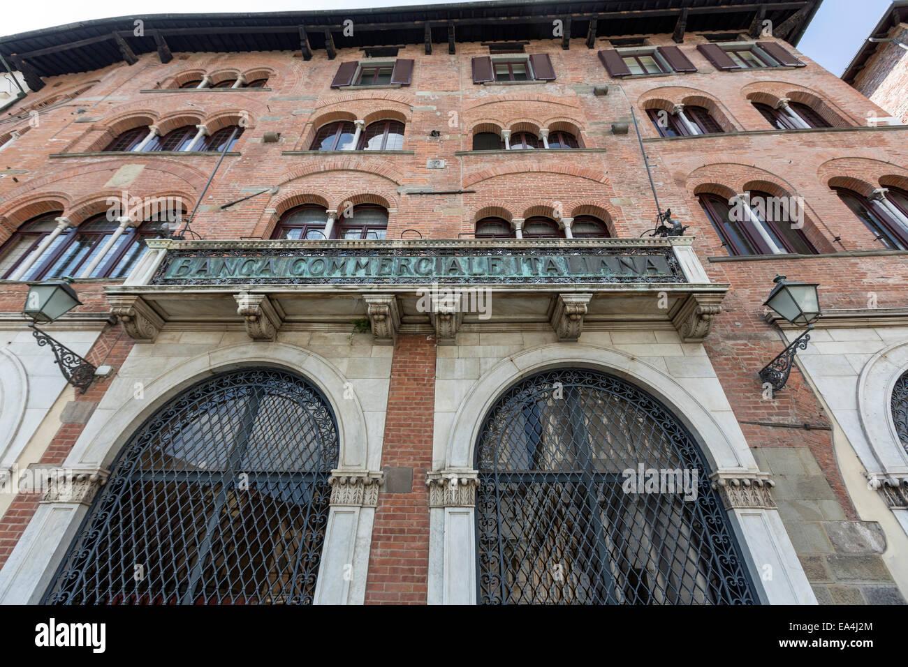 Piazza San Michele Lucca Palazzo della Banca Commerciale Italiana Imagen De Stock