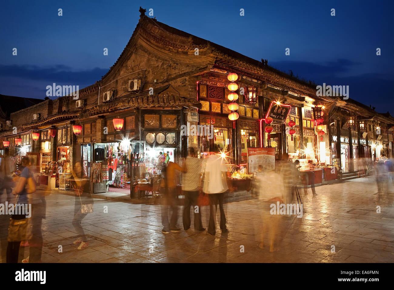 China, Pingyao, ocupado por el mercado nocturno de la calle Pingyao Imagen De Stock