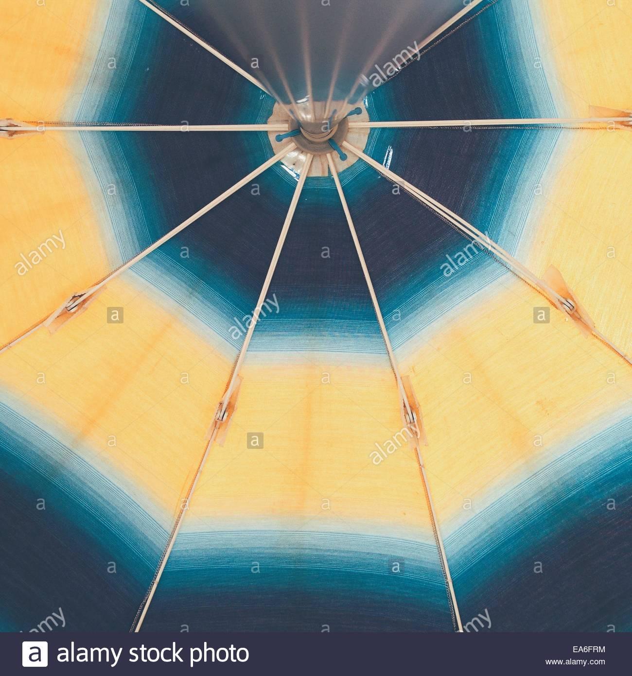Parasol visto desde abajo Imagen De Stock