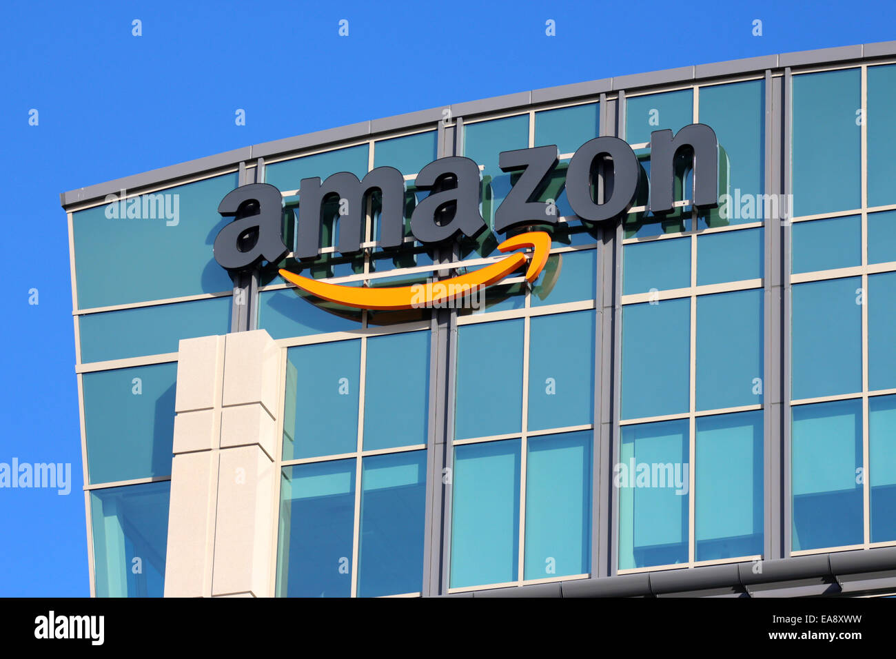 Edificio de oficinas corporativas de Amazon en Sunnyvale, California, EE.UU. Imagen De Stock