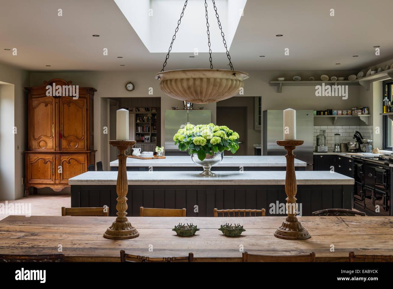 Antiguo cortijo francés tabla de cocina grande con estaciones de ...