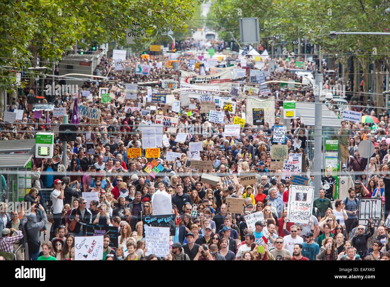 MELBOURNE, Australia - 16 de marzo: Marzo en marzo en protesta por el poder de la gente, un voto de no confianza Imagen De Stock