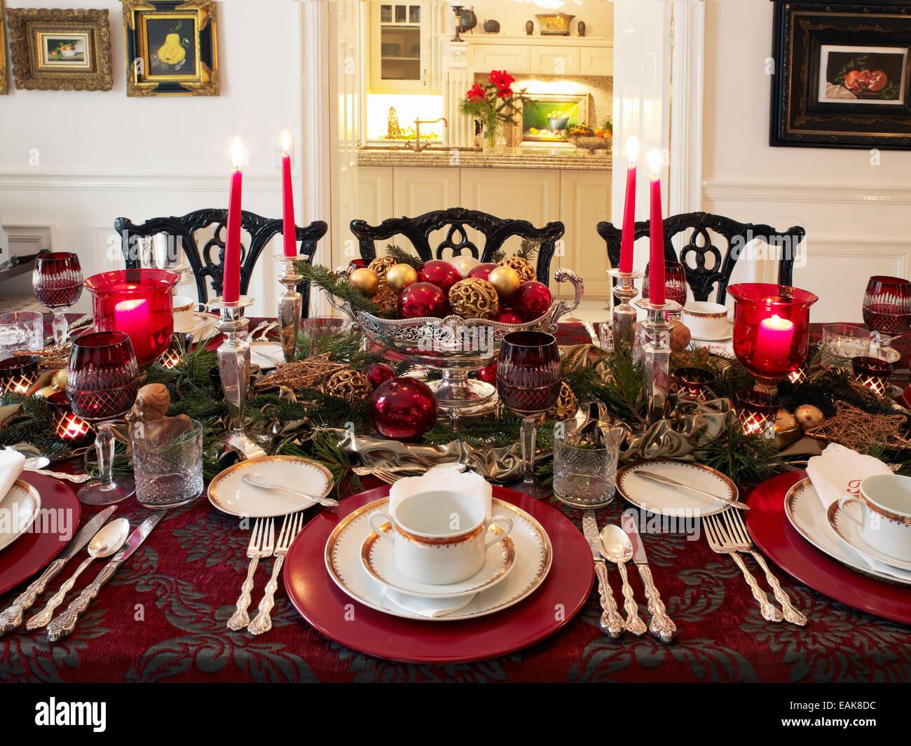Elegante decoraci n de la mesa de navidad en una atm sfera sofisticada alemania foto imagen - Mesa de navidad elegante ...