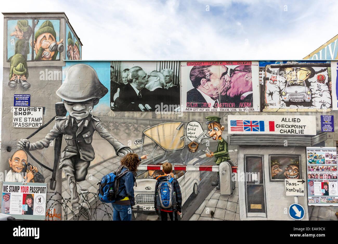 El muro de Berlín, graffiti, Berlín, Alemania Imagen De Stock