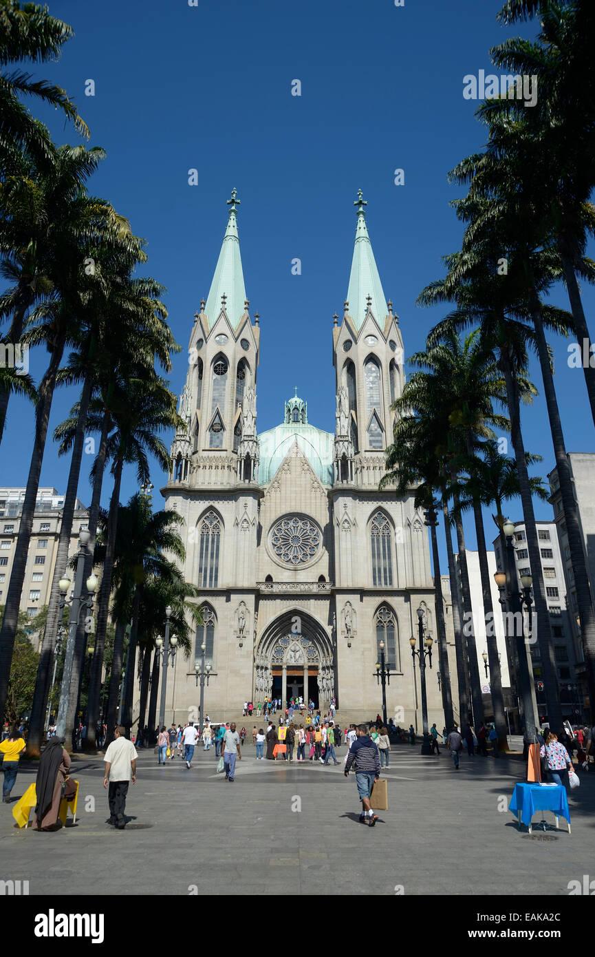 Ver la Catedral Metropolitana de São Paulo, la Catedral da Se, en Praca da Se square, Se, São Paulo, São Imagen De Stock