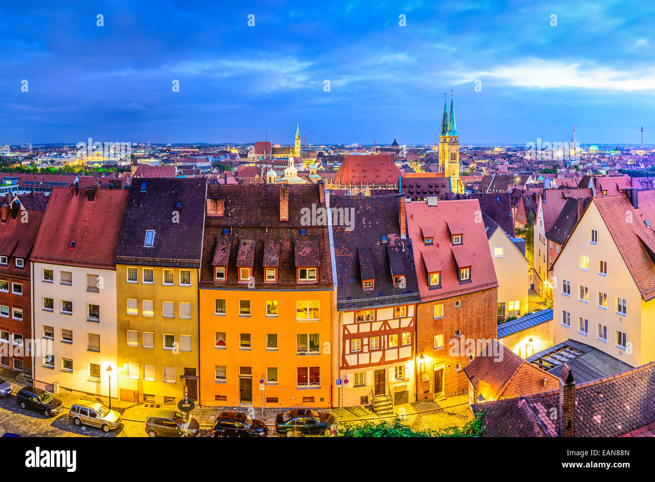 Nuremberg, Alemania el horizonte de la ciudad vieja. Imagen De Stock