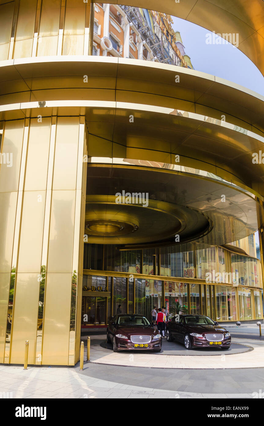 Hotel de lujo autos estacionados fuera del hotel Lisboa, Macao, China Imagen De Stock