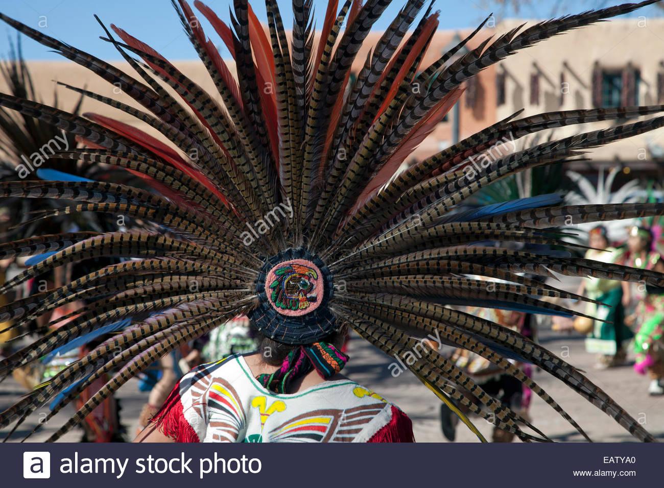 Una performance de danza la Danza Azteca de Anahuac, en el Dia de Cuautemoc. Imagen De Stock