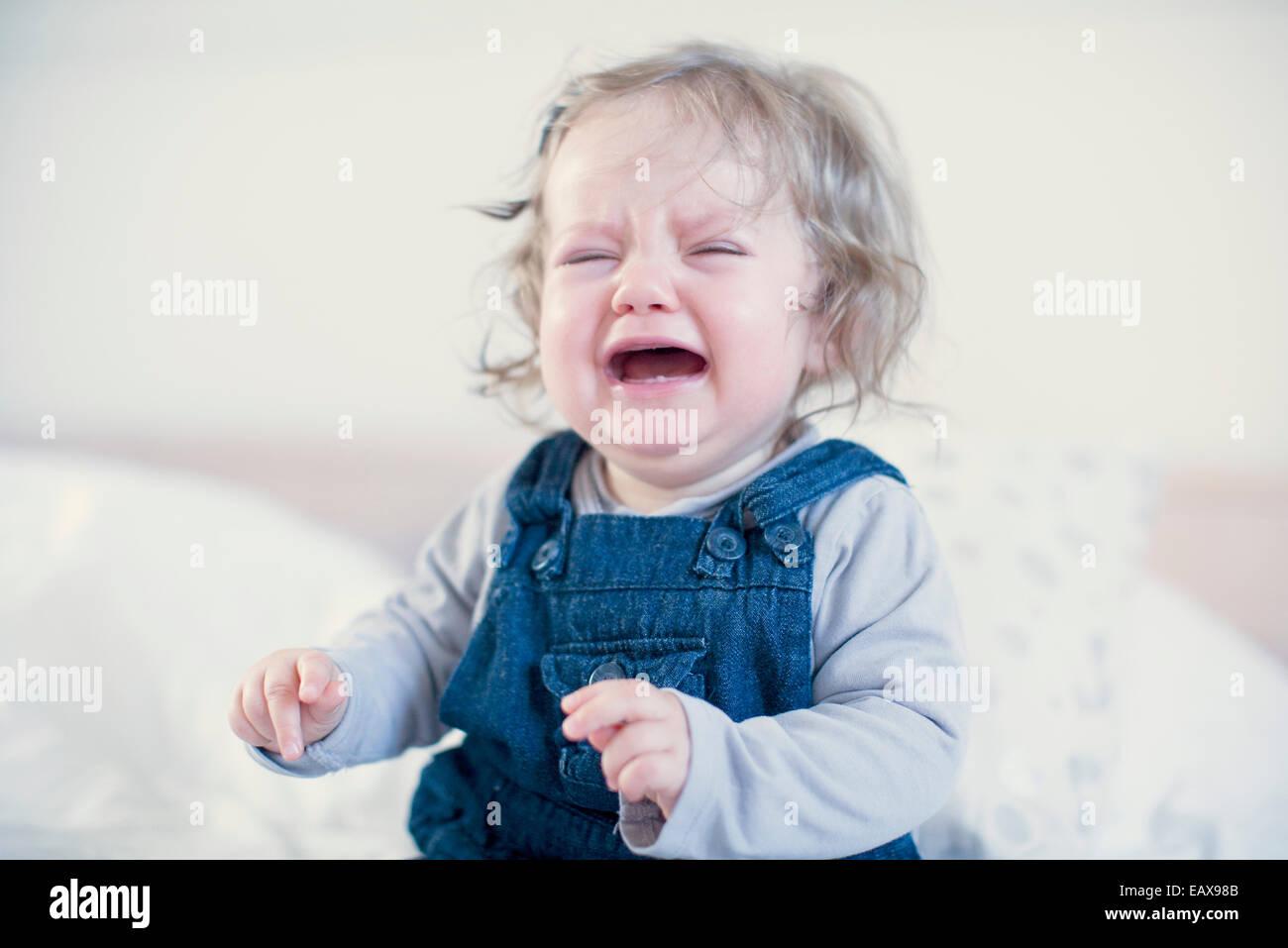 Niña llorando Foto de stock