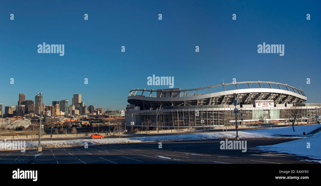Denver, Colorado - Campo de Sports Authority en Mile High, la casa del equipo de Football Broncos de Denver, cerca Imagen De Stock