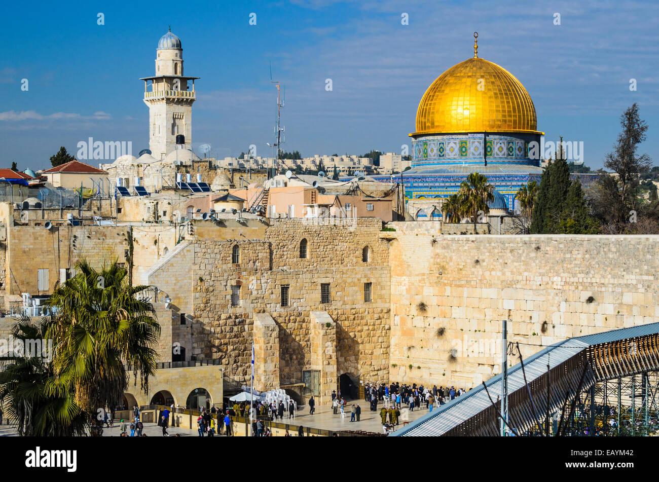 Jerusalén, Israel el paisaje urbano de la ciudad vieja en el Monte del Templo y la cúpula de la roca. Imagen De Stock