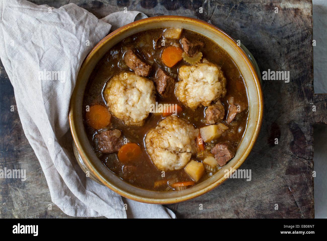 Estofado de Carne con los dumplings Imagen De Stock