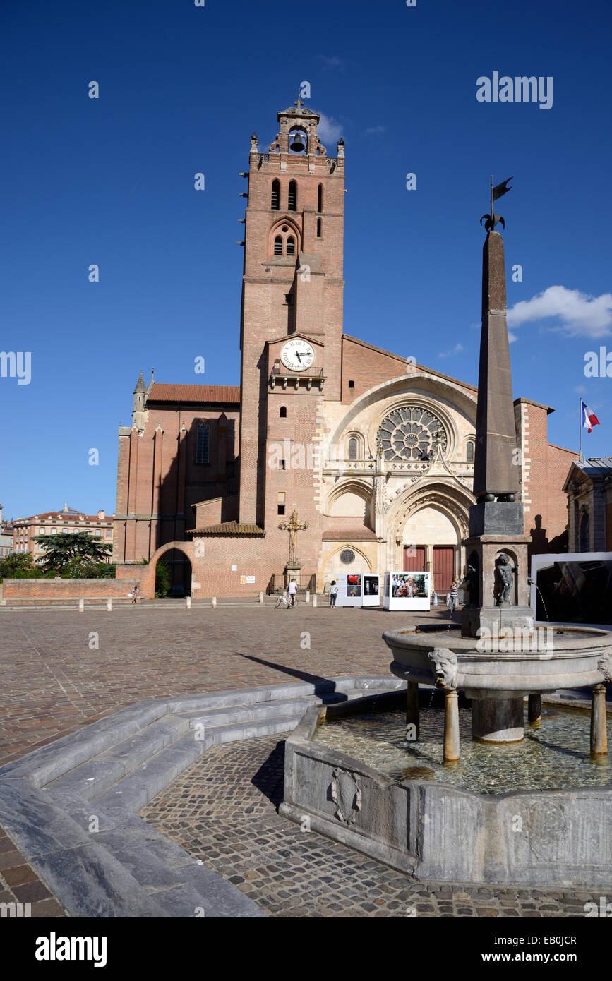 Catedral Saint Etienne & Place Etienne TOULOUSE Haute-Garonne Francia. La Catedral es una mezcla de arquitectura Imagen De Stock