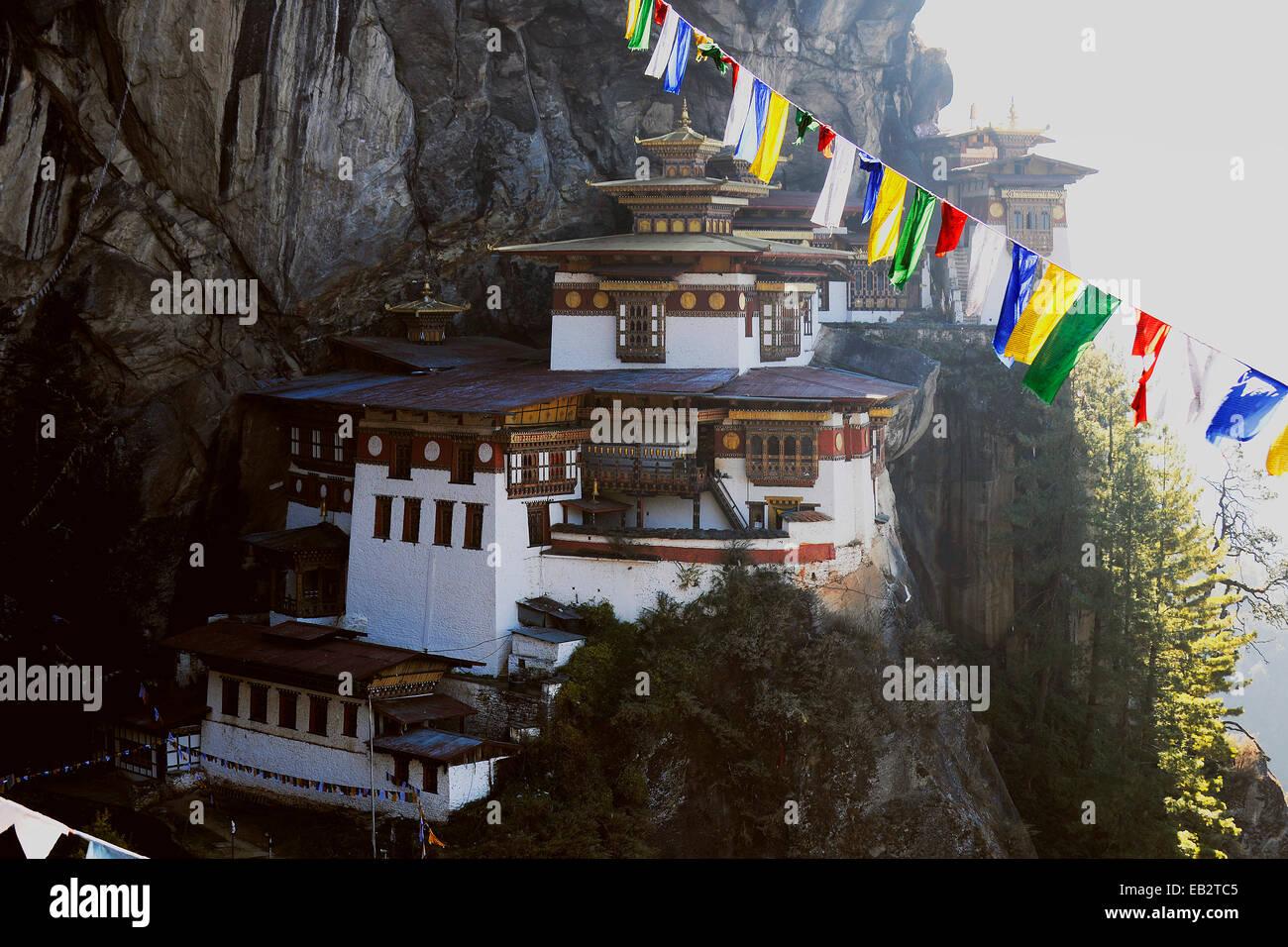 Monasterio y templo de Taktshang-Lhakang, también llamado 'Tiger's Lair', Paro valle, distrito de Paro, Bhután Foto de stock