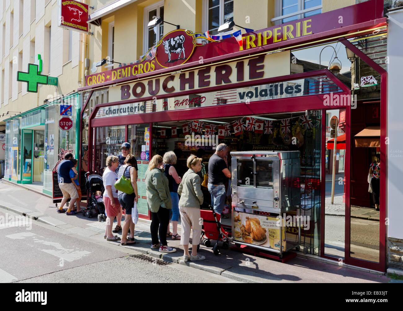 Grupos De Personas Haciendo Cola Fuera De Carnicerias En Cherbourg
