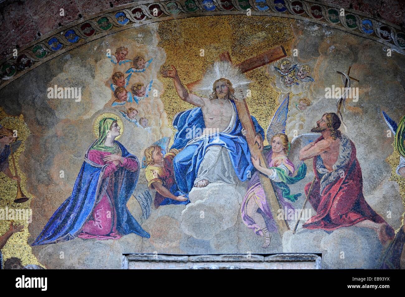 Fresco religioso en la Catedral de San Marcos en la Plaza de San ...