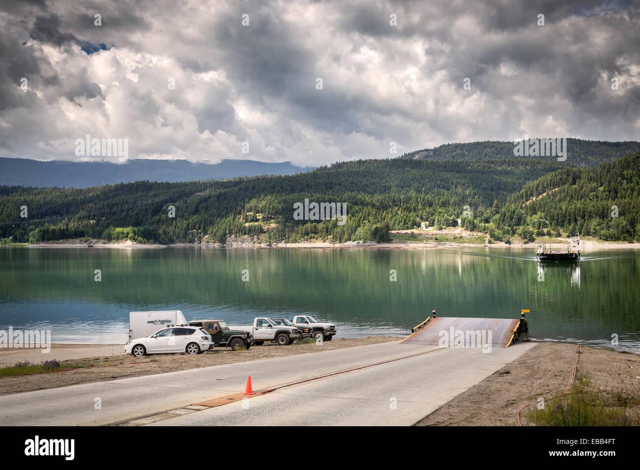 Travesía en ferry al Needles-Fauquier en la flecha superior Lake, British Columbia, Canadá, América del Norte. Foto de stock