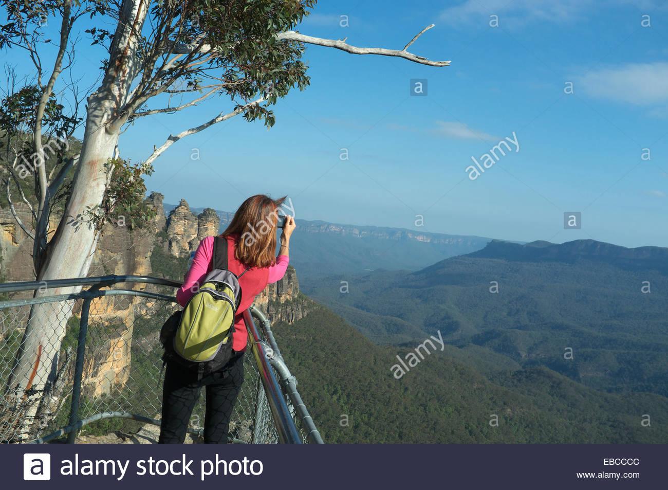 Parque Nacional Blue Mountains - un andador en el Prince Henry Cliff ...