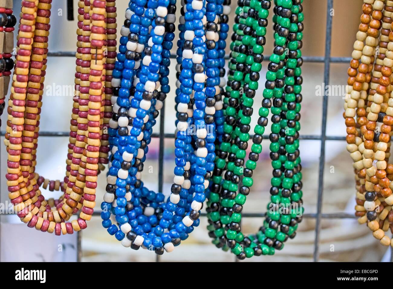 5ac6afbf87a5 Cordón de madera coloridas pulseras y collares abalorios artesanales crear  coloridos accesorios para ropa casual