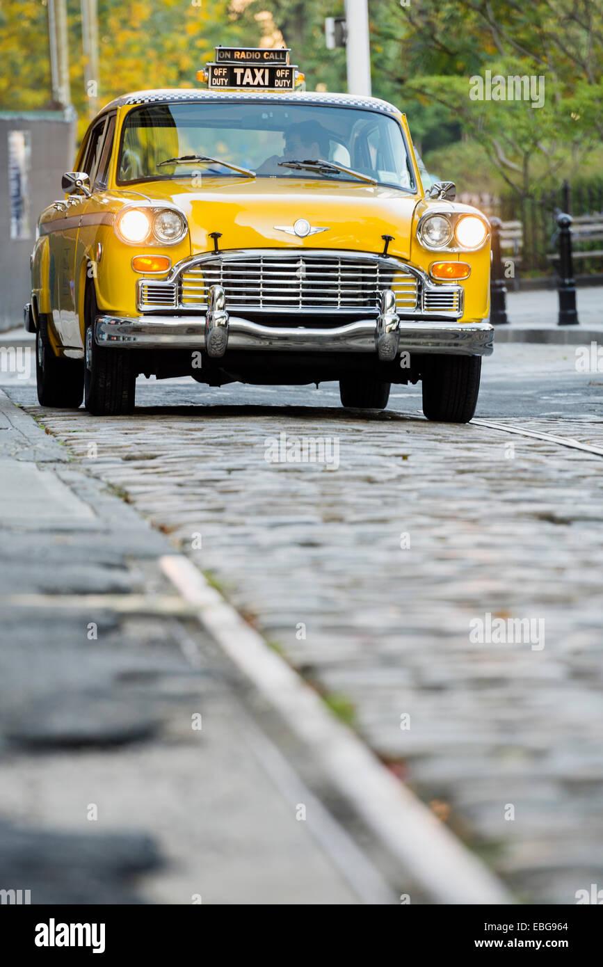 60's Checker taxi, Brooklyn Heights, New York, Estados Unidos Imagen De Stock