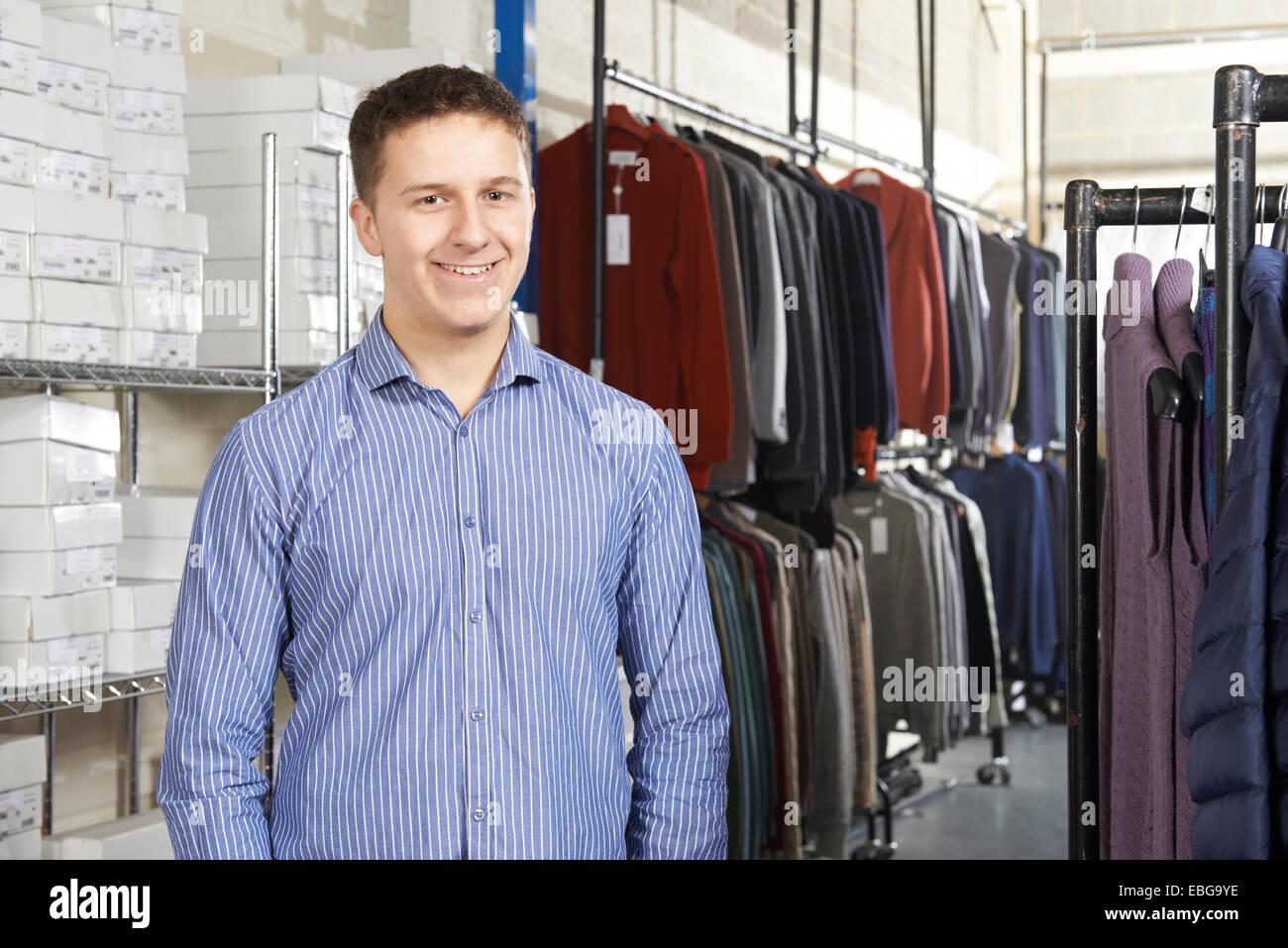 El empresario se ejecuta en la línea de negocio de la moda Imagen De Stock