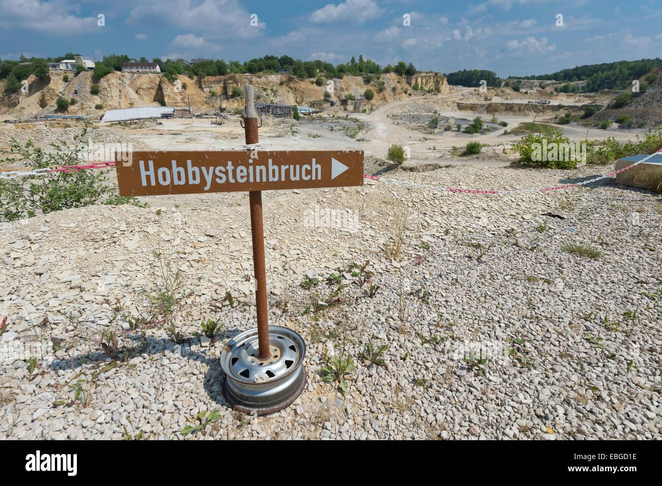 """Firmar con un 'Hobbysteinbruch', 'Hobby Alemán para la cantera"""", la cantera de Untere Haardt, Imagen De Stock"""