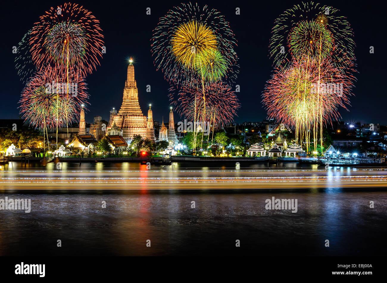 Wat Arun en celebración del año nuevo tiempo, Tailandia Imagen De Stock