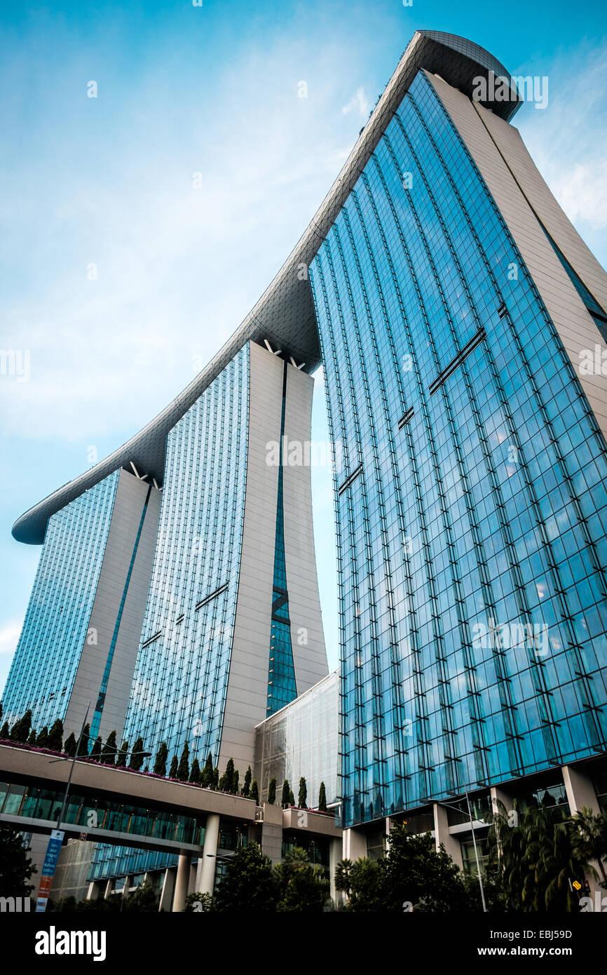 La arquitectura moderna en la bahía de Singapur Imagen De Stock