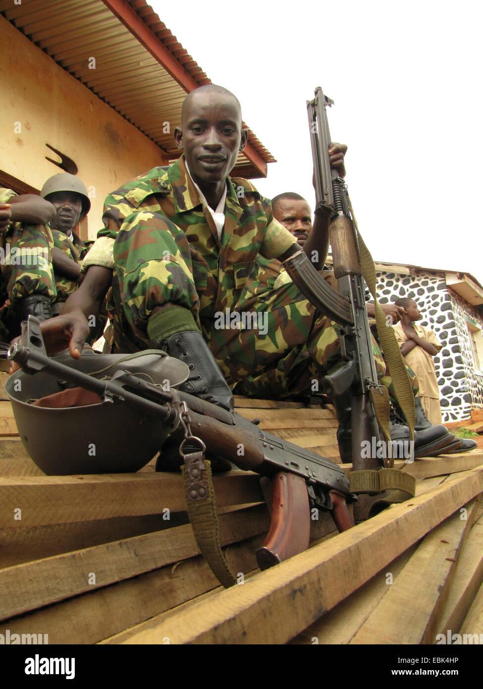 La guardia de honor del ejército de Burundi en los festejos por el Día Internacional de los Derechos Humanos (10 de diciembre de 2009), celebrado conjuntamente por el Gobierno de Burundi y la Oficina Integrada de la ONU en Burundi, Burundi, Bujumbura rural, Kabezi Foto de stock