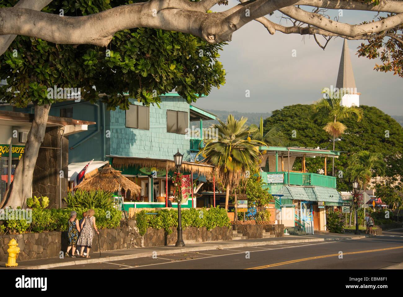 Alii Drive waterfront coast road en Kailua Kona en la costa de Kona de la Isla Grande de Hawai EE.UU. Foto de stock