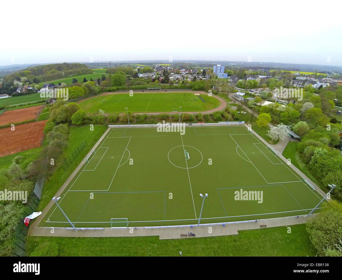 Vista aérea de campo de deportes, en Alemania, en Renania del Norte-Westfalia, área de Ruhr, Witten Imagen De Stock