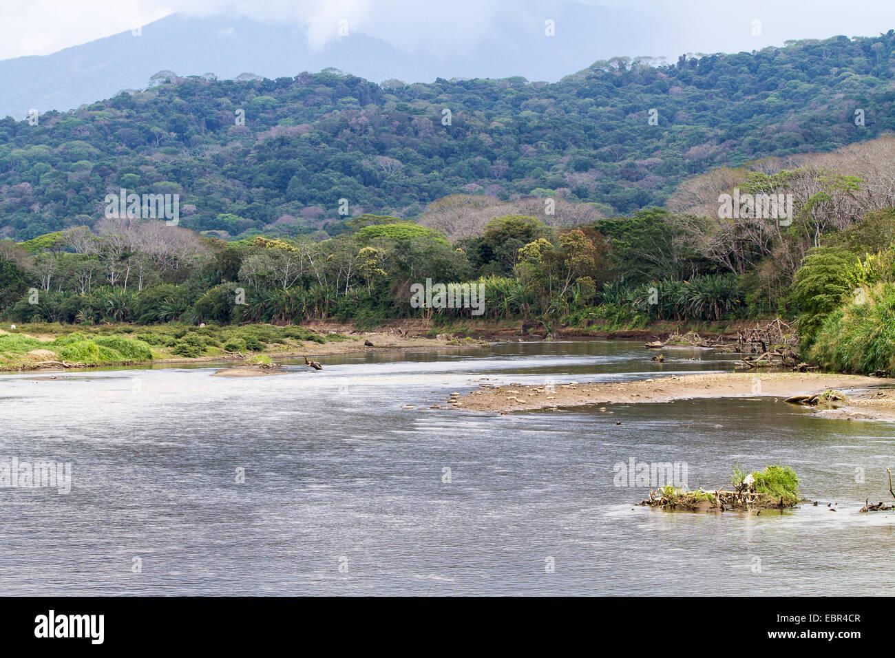 Río Tárcoles, cerca de la boca de agua en el Océano Pacífico, Costa Rica, Río Tárcoles Imagen De Stock