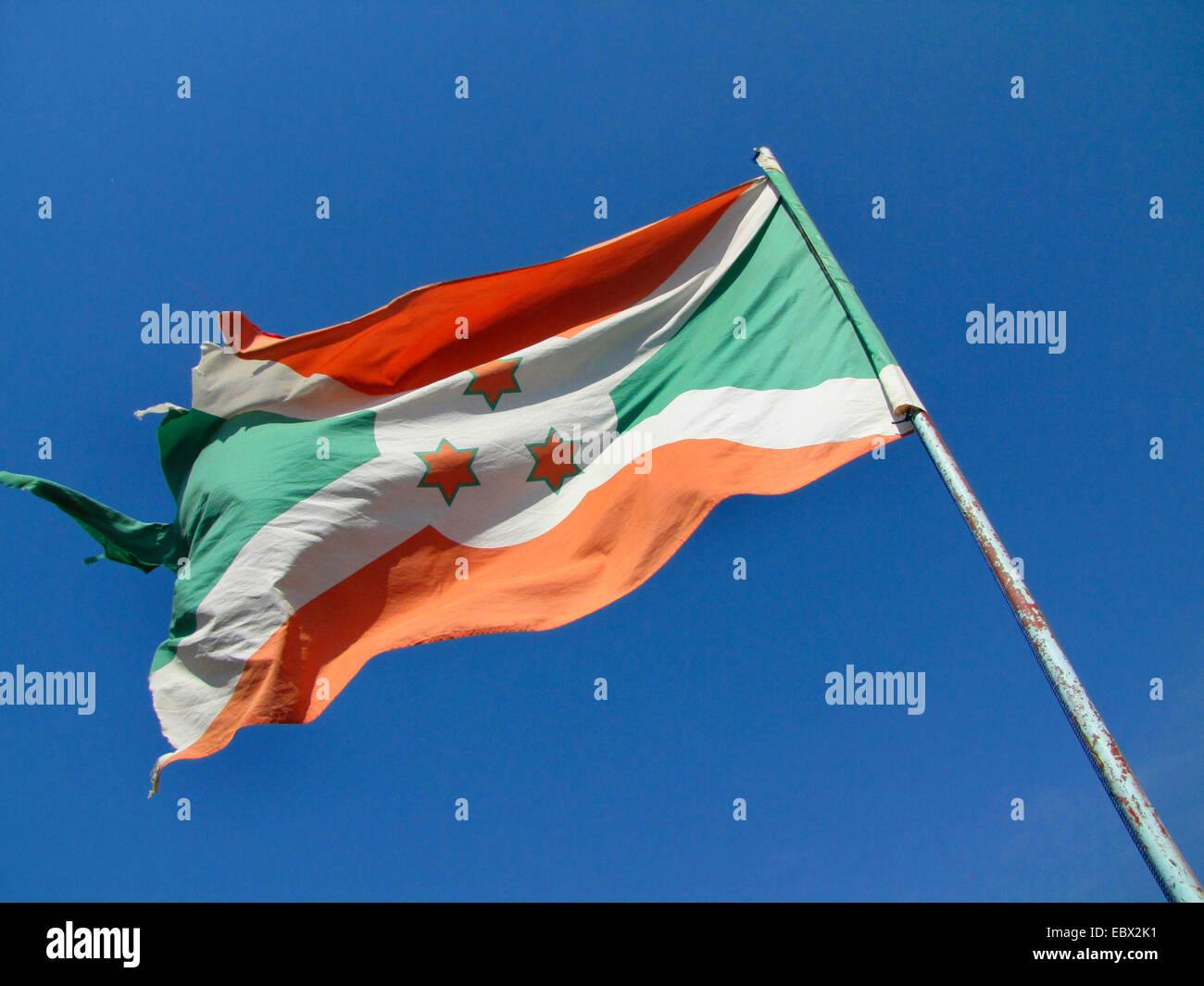 Bandera de Burundi dañados en los festejos por el Día Internacional de los Derechos Humanos (10 de diciembre de 2009), celebrado conjuntamente por el Gobierno de Burundi y la Oficina Integrada de la ONU en Burundi, Burundi, Bujumbura rural, Kabezi Foto de stock
