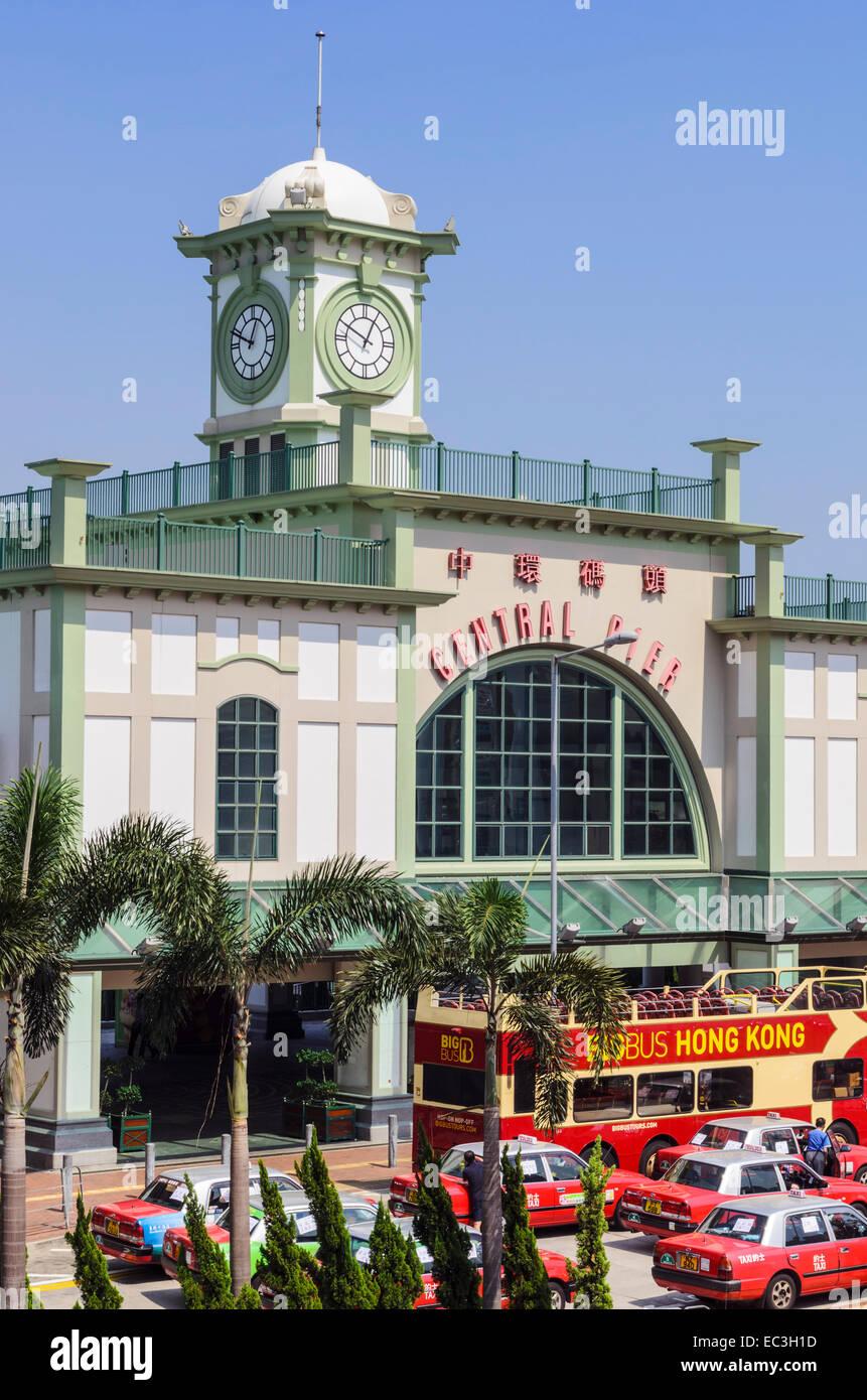 Muelles de Ferries Torre del Reloj central, Central, Hong Kong, China Imagen De Stock