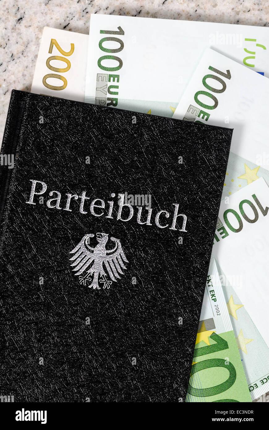 Libro de membresía con billetes y águila federal alemán Imagen De Stock
