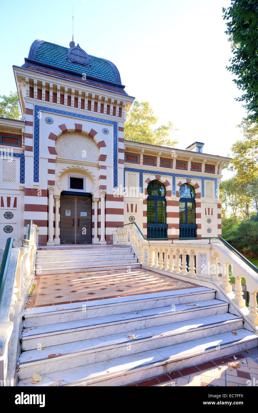 La arquitectura morisca o estilo oriental del Museo Labit y jardines TOULOUSE Haute-Garonne France Imagen De Stock