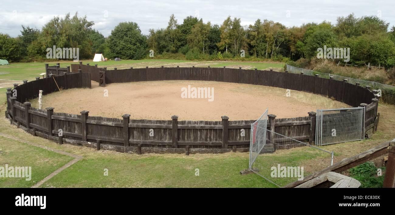 El girus (flecha) (utilizado para el entrenamiento de los caballos) en el interior de los Lunt Roman Fort Imagen De Stock