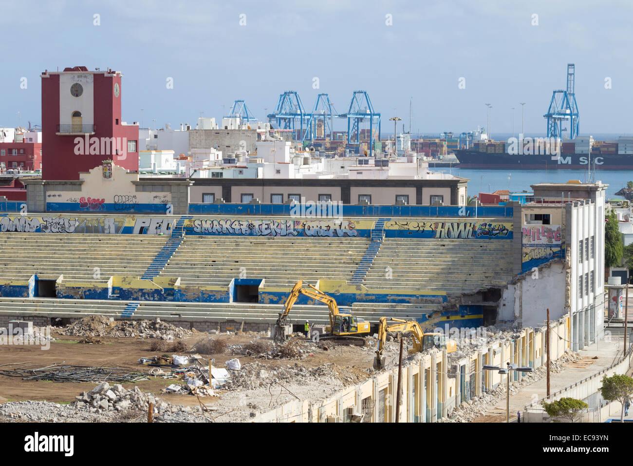 La Demolicion Del Antiguo Estadio De Futbol El Estadio Insular En