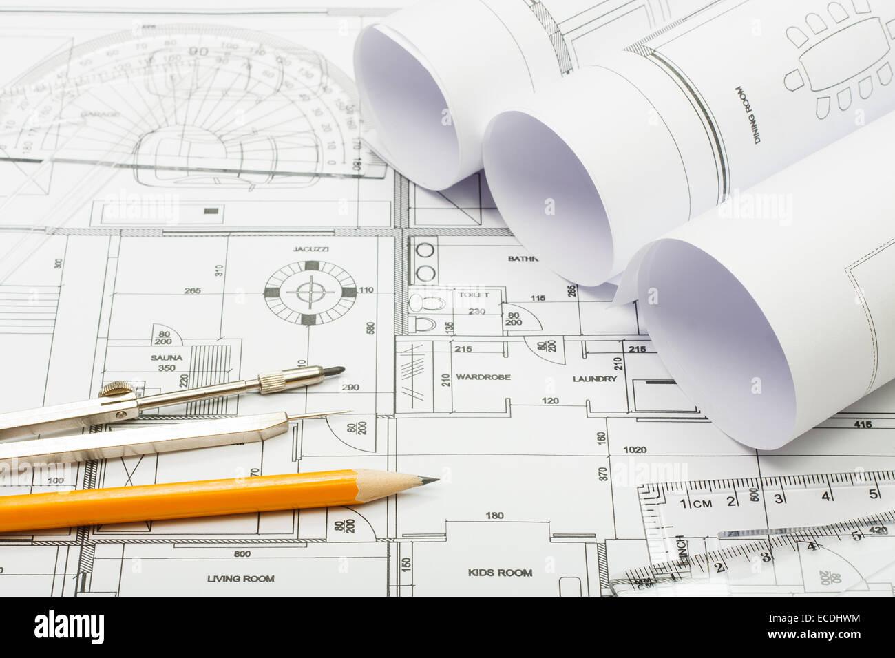 Planes Arquitectónicos, un lápiz y una regla Imagen De Stock