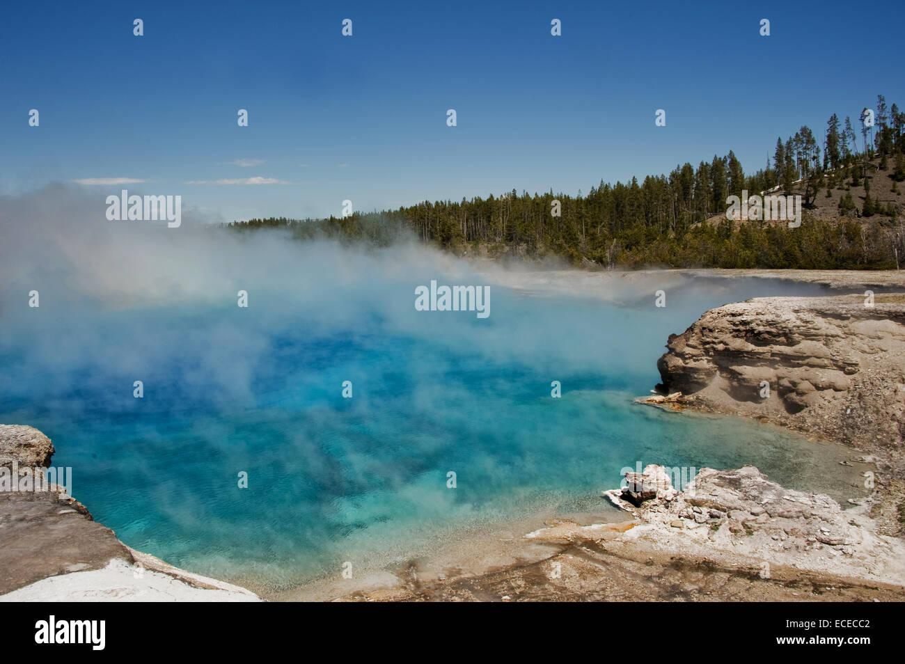 Estados Unidos, Montana, Wyoming, Parque Nacional de Yellowstone, el vapor de agua caliente en el parque nacional Imagen De Stock