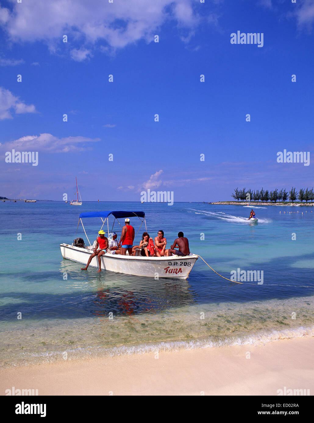 Vista a la playa, Turtle Beach, Ocho Ríos, Saint Ann Parish, Jamaica, Antillas Mayores, el Caribe Foto de stock