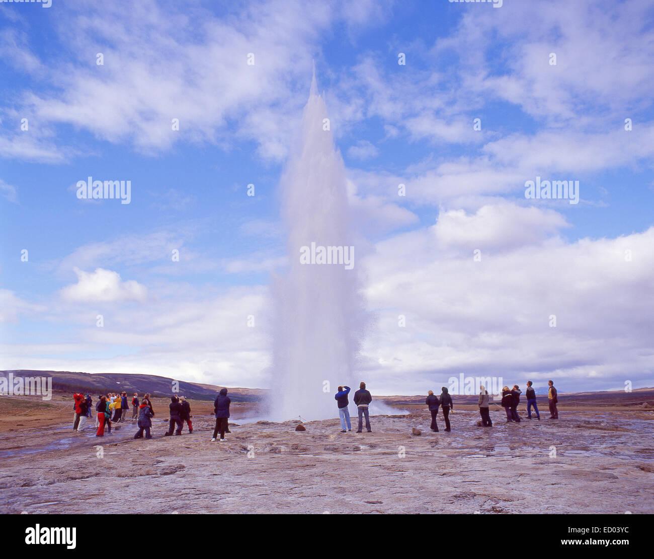 El Gran Geysir (Stori-Geysir), Strokkur, región sur, la República de Islandia Foto de stock