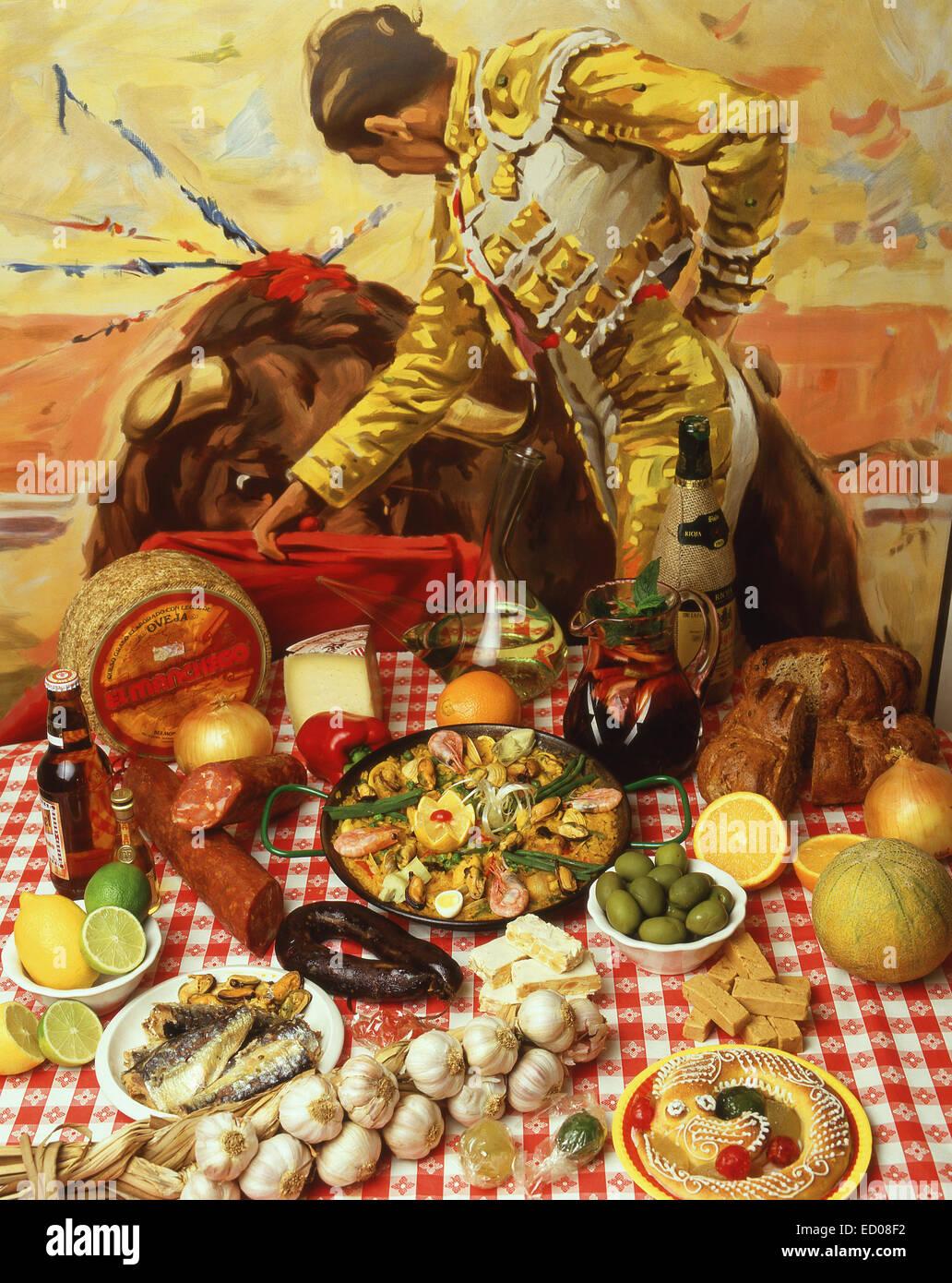 Selección de comida española en la mesa de restaurante, provincia de Alicante, España Imagen De Stock