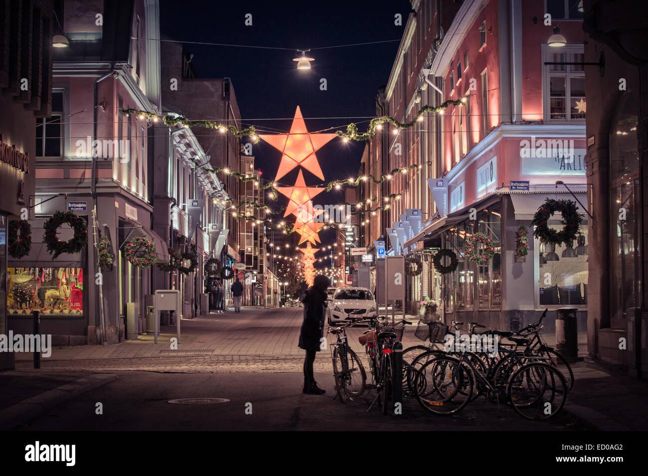 Adornos de Navidad en el centro de la ciudad de Norrkoping, Suecia. Foto de stock