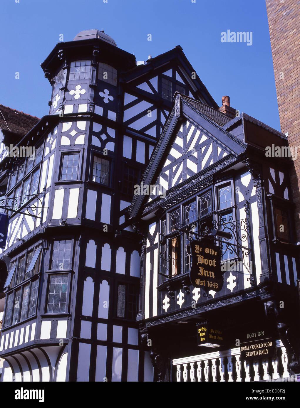 Siglo XVII Ye Olde Inn de arranque, Eastgate Street, Chester, Cheshire, Inglaterra, Reino Unido Imagen De Stock