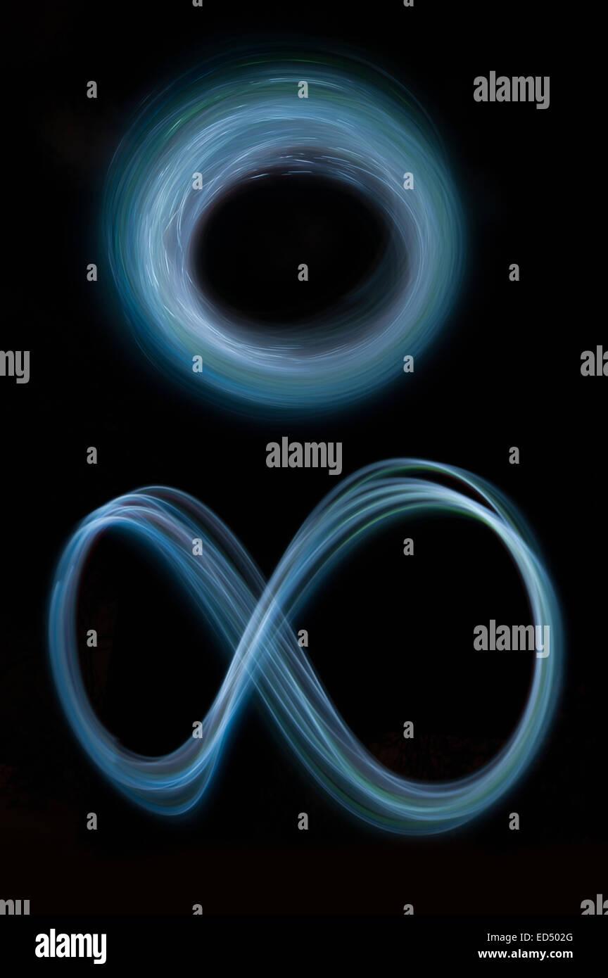 Remolino movimiento de rotación y senderos huellas de luces en movimiento en la creación de patrones vortice Imagen De Stock