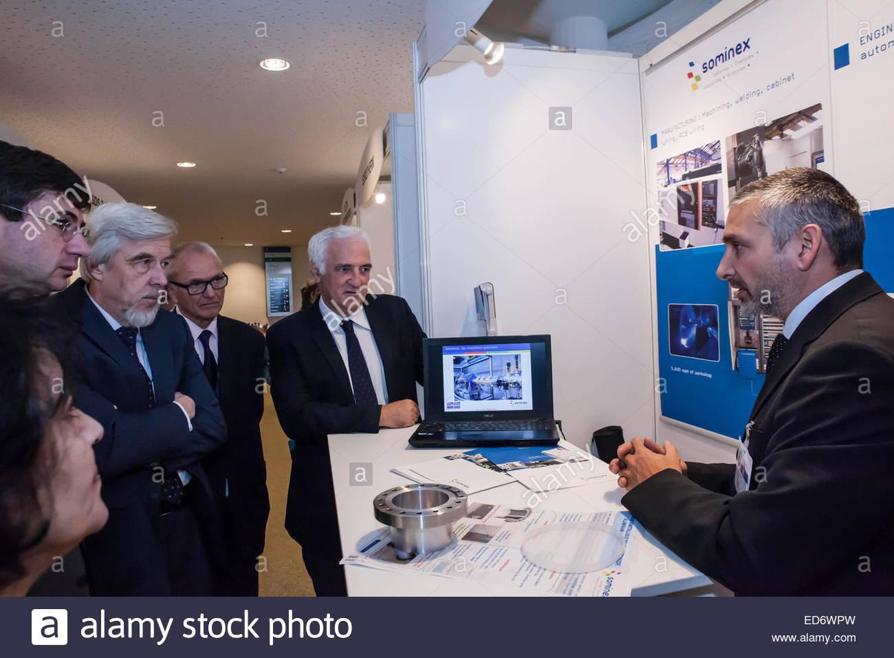 Las empresas francesas en el cern feria presentando sus productos a los gestores, el CERN, Ginebra, diciembre de Foto de stock