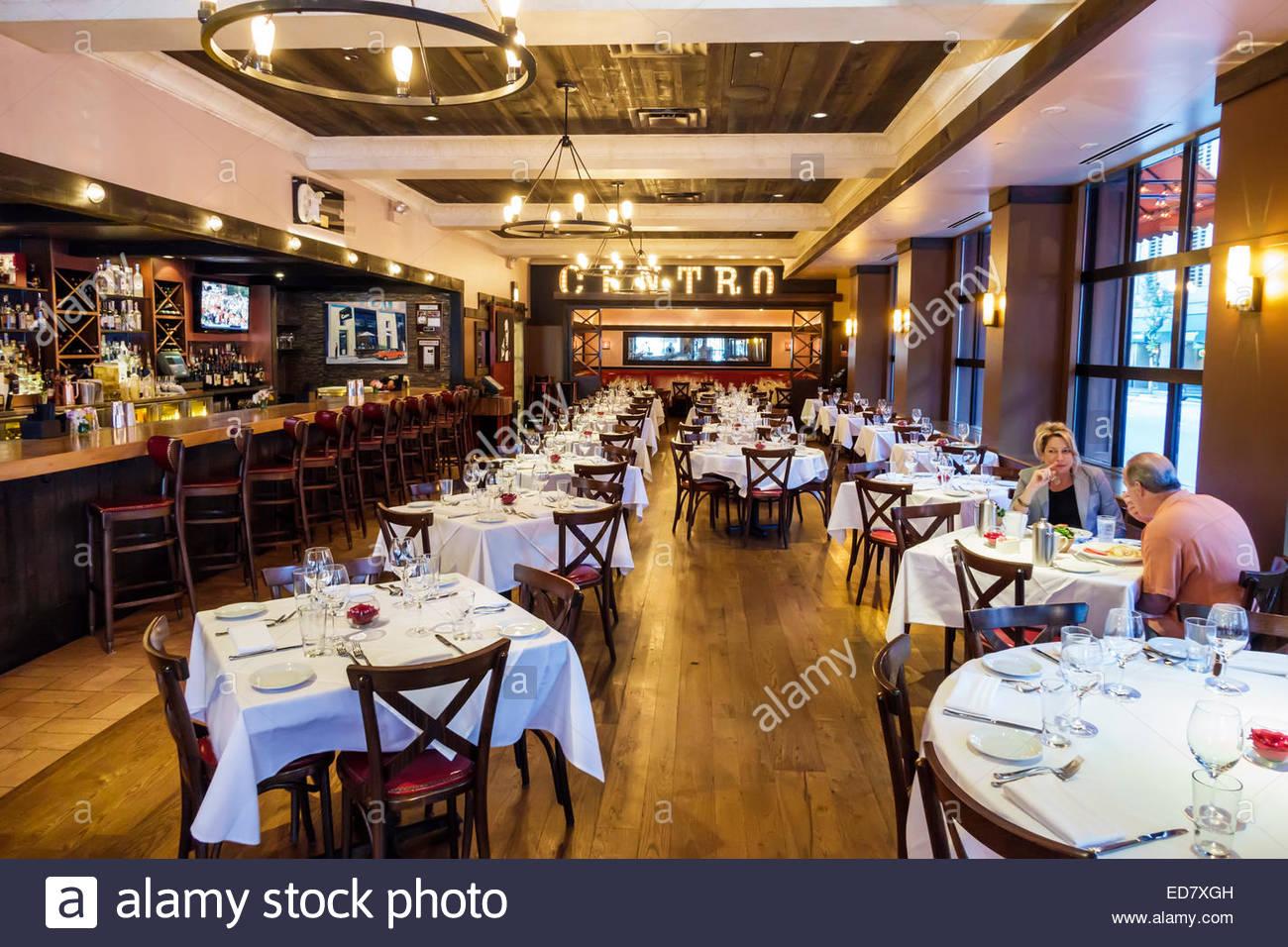 River North de Chicago, Illinois, Centro Ristorante Italiano Restaurante interior vacío interior hombre mujer Imagen De Stock