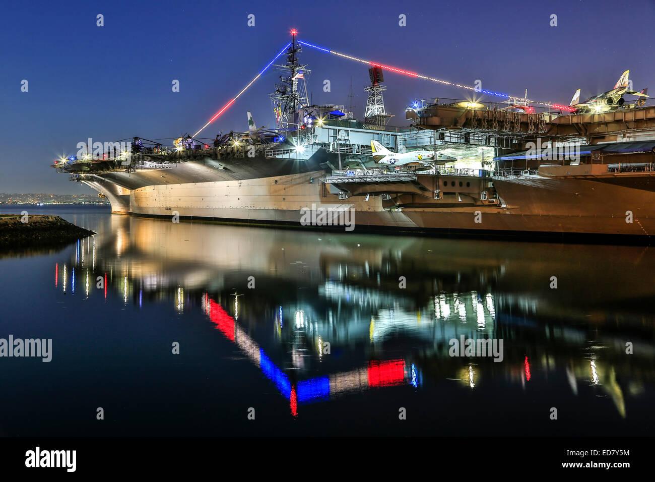Portaaviones USS Midway (ahora un museo), de San Diego, California, EE.UU. Foto de stock